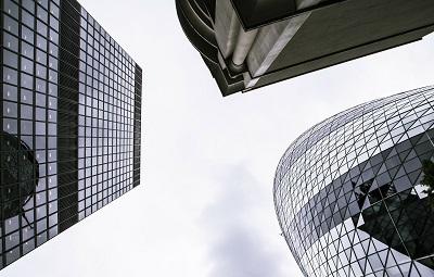Drei-Büroimmobilien-Hochhäuser