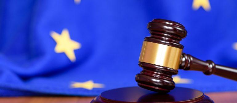 EU-Flagge-Richterhammer